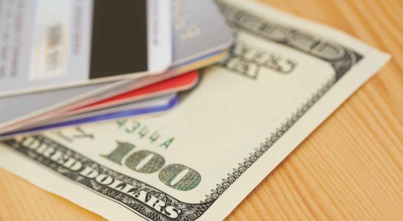 Using Credit Cards to Set Your Budget and Get Cash Back